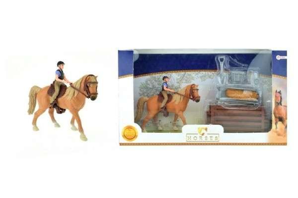 Фигурка лошади с всадником и аксессуарами